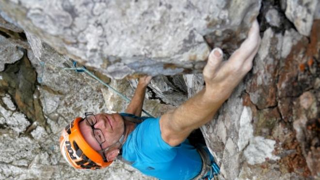 Iker Pou en el L3 de Leve Leve (8b+, 400m.) en Cao Grande. (J.Canyi - Filmut.com)