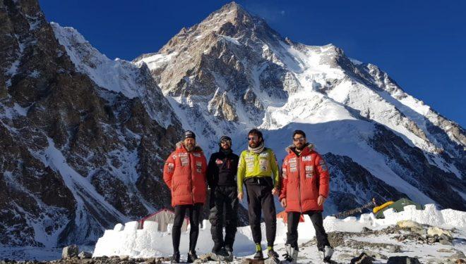 Álex Txikon y sus compañeros, a los pies del K2 tras regresar del intento de rescate en el Nanga Parbat  Álex Txikon